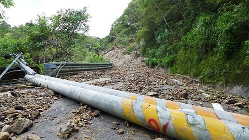 信賢部落附近的道路已被完全阻斷