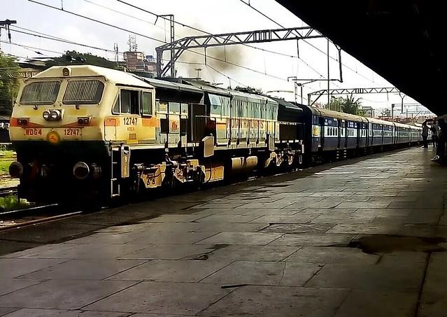 ED WDG-4 with 11020 Konark Express