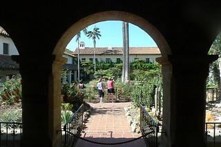 Santa Barbara - Santa Barbara Mission courtyard