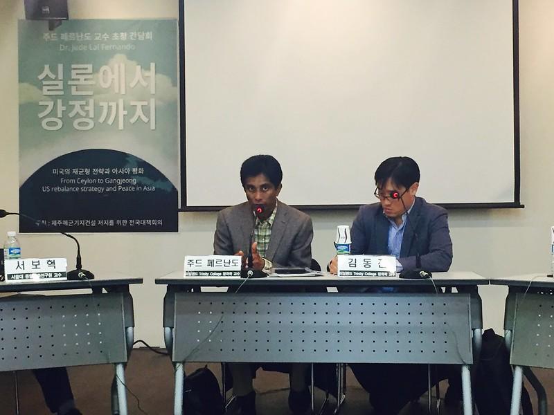지난 13일 저녁 참여연대 느티나무홀에서 열린 '실론에서 강정까지 : 미국의 재균형 전략과 아시아 평화' 간담회에서 발언하고 있는 주드 페르난도 교수