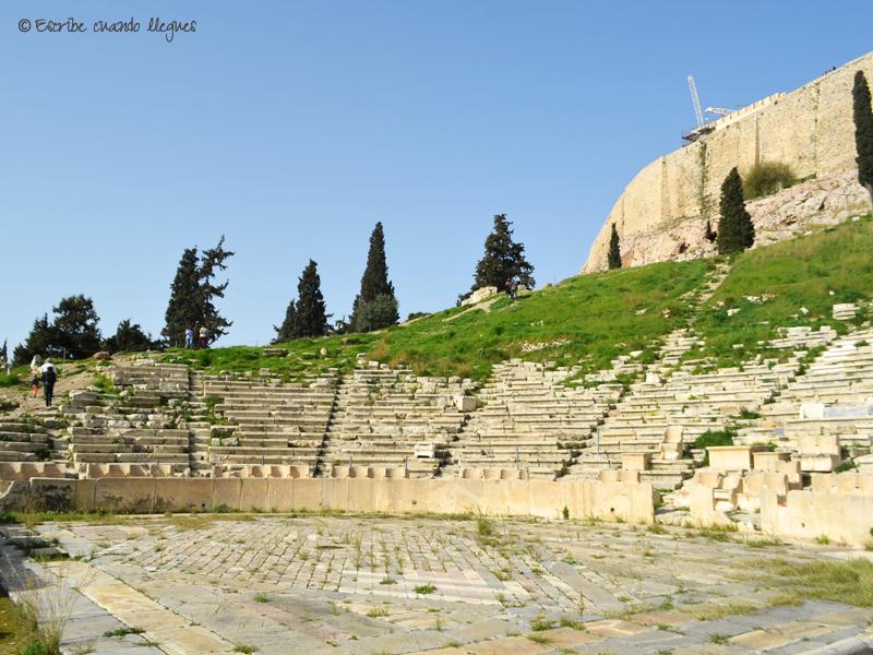 Proscenio y parte del graderío del Teatro de Dionisio