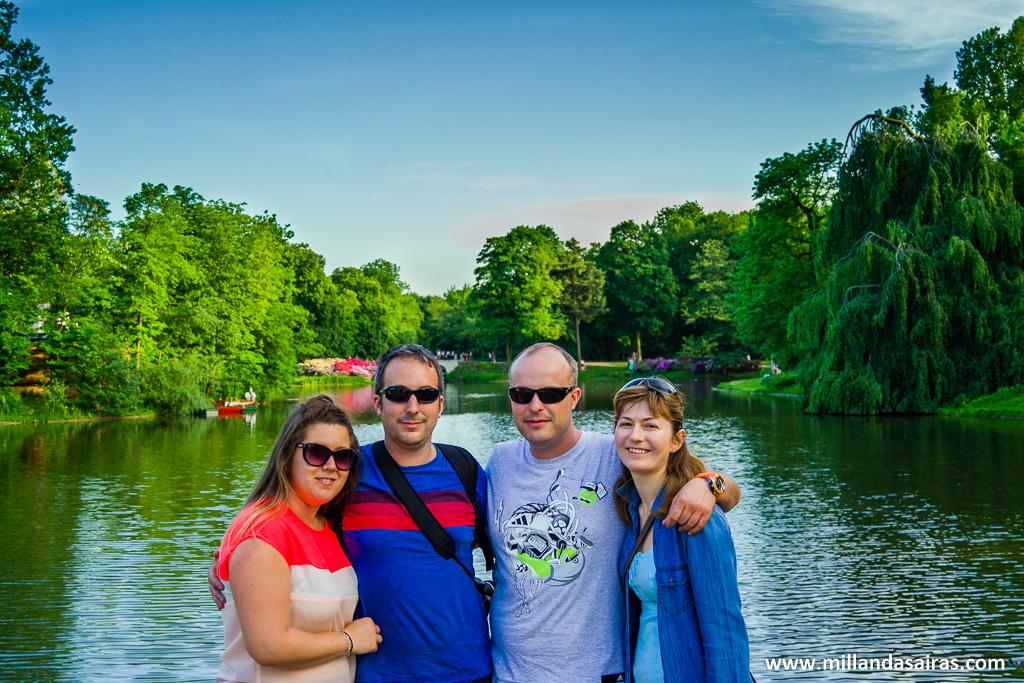 En el parque Łazienki, disfrutándolo entre amigos :D