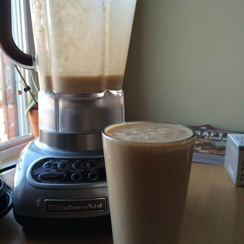 There's a little extra in the blender, even after I fill the pint to the top. Good thing! Never enough.