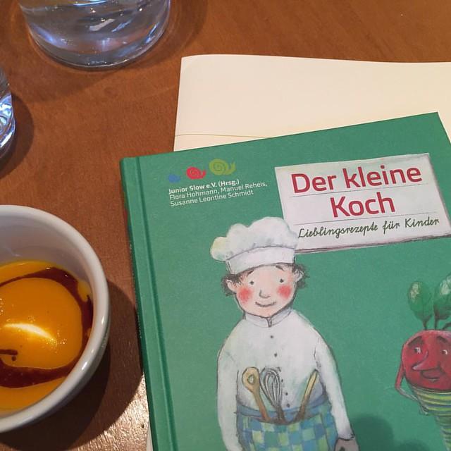 Kinderkochbuch  Der kleine Koch - Das Standardwerk für das kochende Kind. Von Junior Slow im Oekom-Verlag erschienen. #Kochbuch #kinder #kochen #food #neuerscheinung