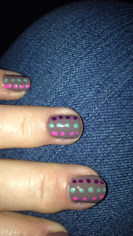 nails-purple dots