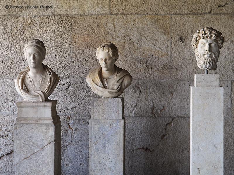 Bustos en el Ágora griega