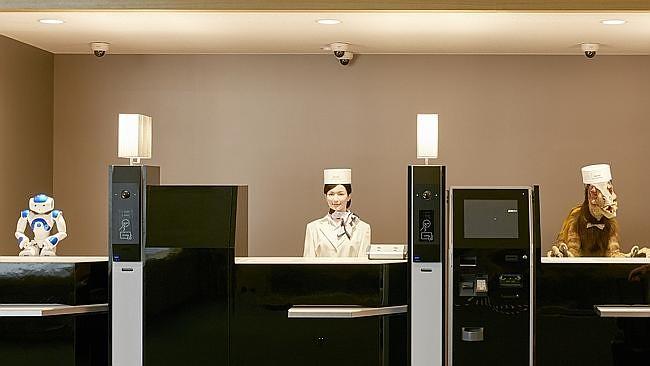 Đây là sáng kiến của doanh nhân Hideo Sawada. Ông khai trương khách sạn đầu tiên tại xứ sở mặt trời mọc có tiếp tân chỉ toàn robot.