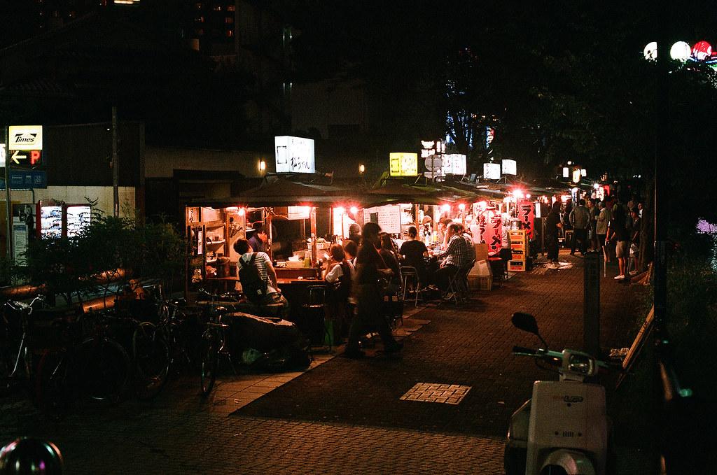 中洲屋台 福岡 Fukuoka 2015/09/02 這裡和我一年前來的時候一樣多人,而且很多台灣人。  Nikon FM2 / 50mm AGFA VISTAPlus ISO400 Photo by Toomore
