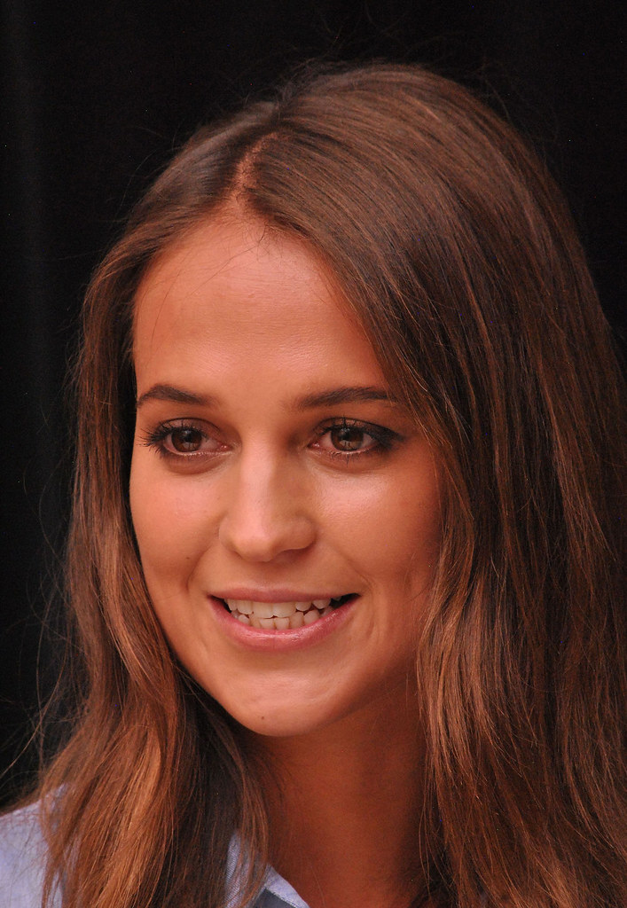 Алисия Викандер — Пресс-конференция «Девушка из Дании» на «TIFF» 2015 – 51