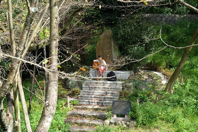 Guitarist at the Keage Incline