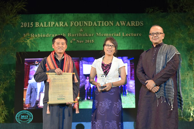 Khanchendzonga Conservation Committee Members receving the 2015 balipara Foundation Eastern Himalayan Conservation Award from Mr. L.Somi Roy