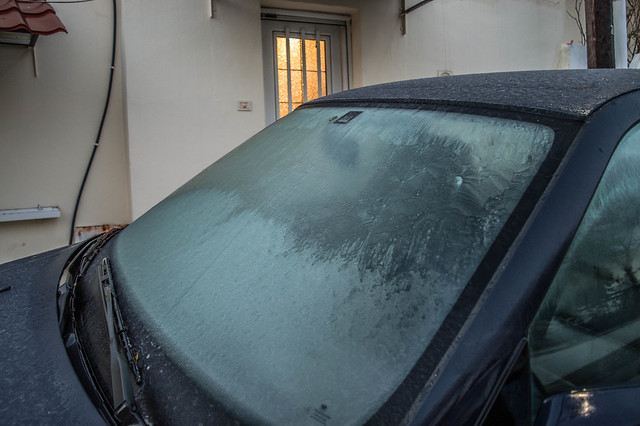 Ηλιόλουστη η καινούργια μέρα - Πάγος τις πρώτες πρωινές ώρες στην Ψίνθο
