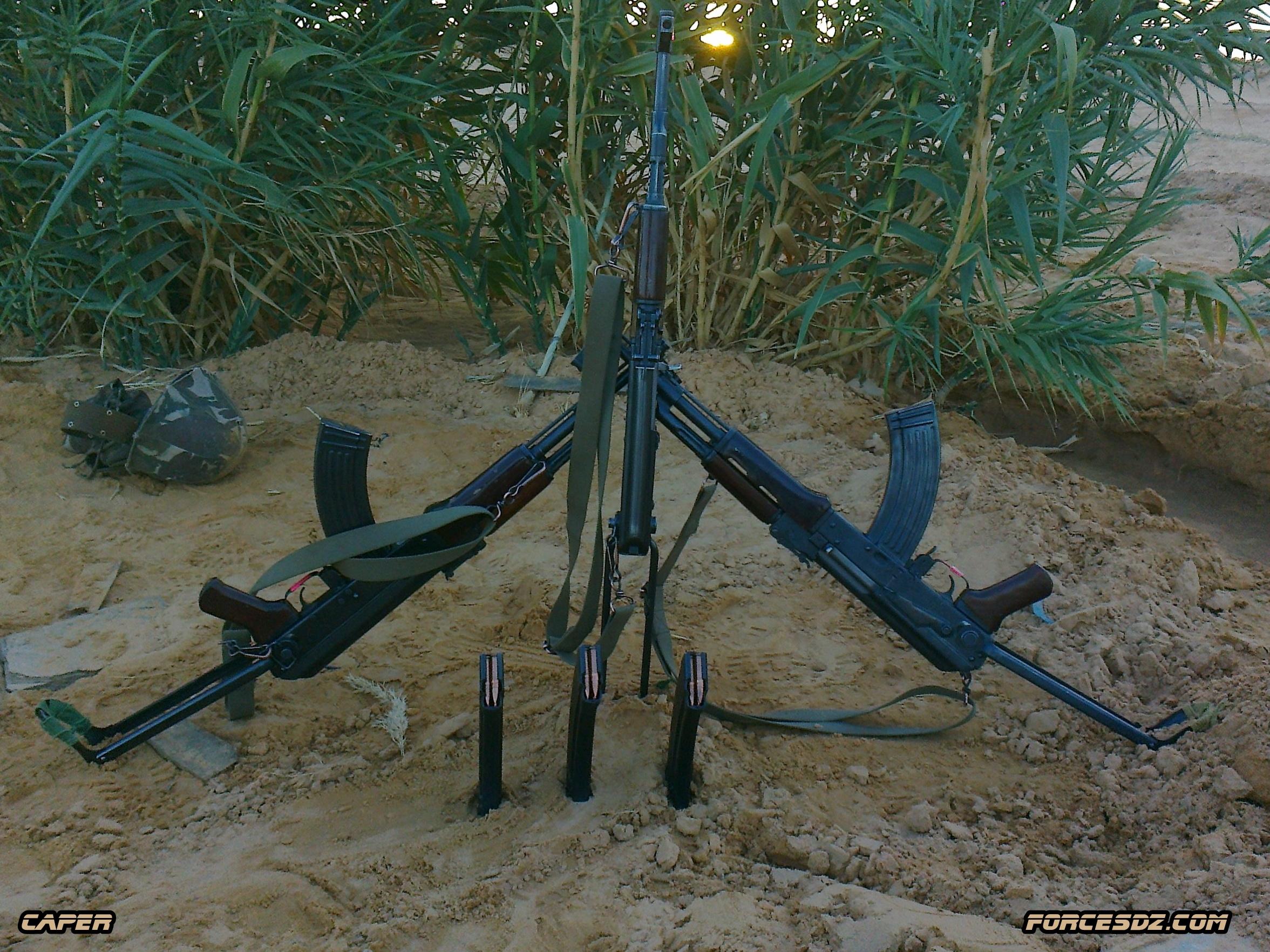 الصناعة العسكرية الجزائرية  [ AKM / Kalashnikov ]  32757236613_7323dfd287_o