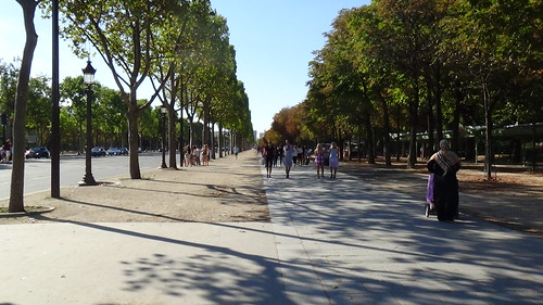 Paris Av des Champs Elysees Aug 15 1