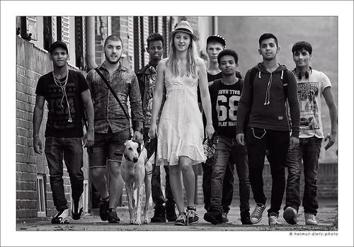 Mira mit Windhund & Migrationshintergrund