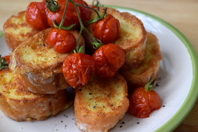 Eggy Bread with Grilled Cherry Tomatoes | www.rachelphipps.com @rachelphipps