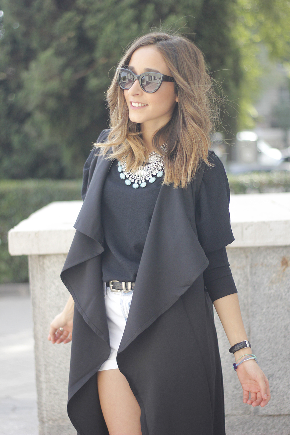 Black Vest Sheinside Shorts Outfit06