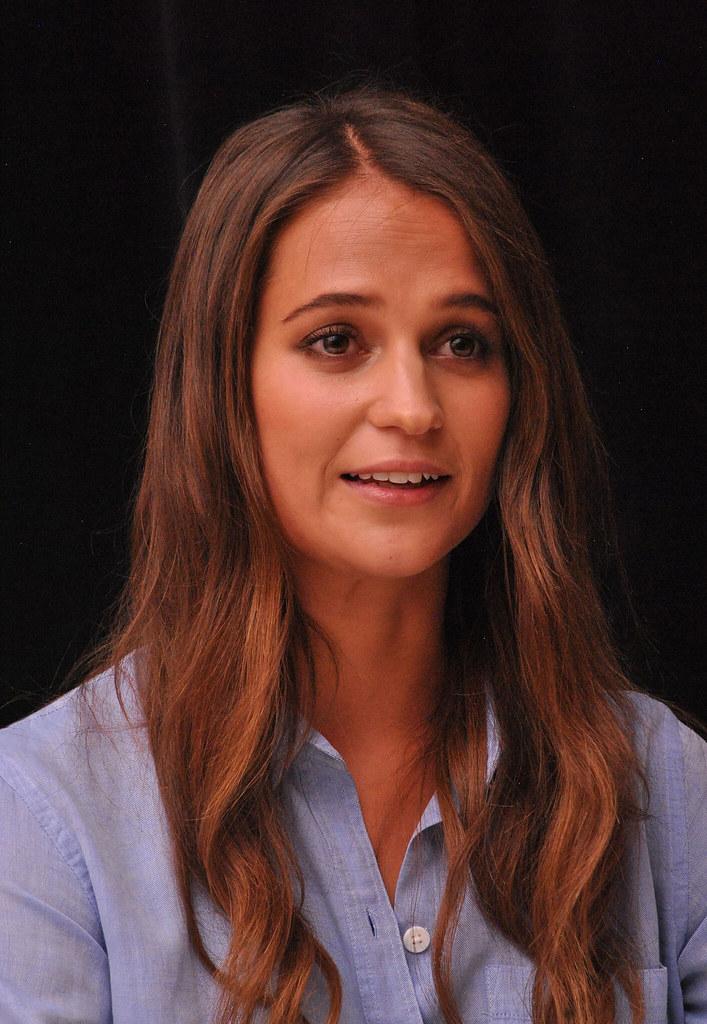Алисия Викандер — Пресс-конференция «Девушка из Дании» на «TIFF» 2015 – 55