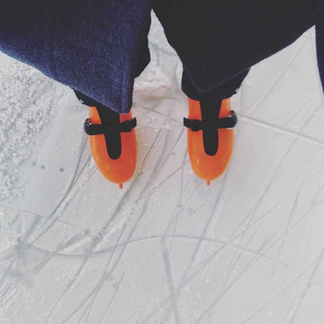 Zelf ook maar de stoute schaatsen aangetrokken #kerstvakantie