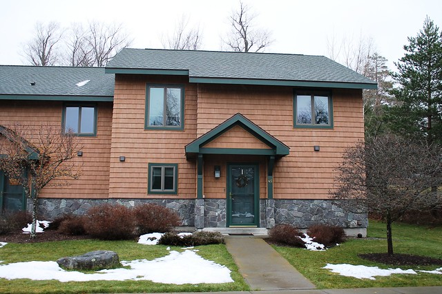 Morning Moose is an end unit in the Morninside Townhome compex which is located within a 5 minute walk to Main Street and Mirror Lake;