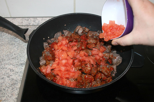 35 - Gewürfelte Tomaten hinzufügen / Add diced tomatoes