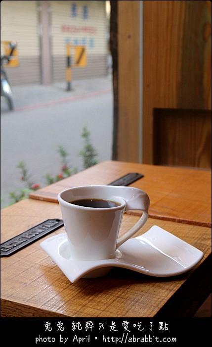 [台中]木巷咖啡(Oaken Caf'e)–巷弄咖啡店,一種文青的感覺@逢甲 西屯區