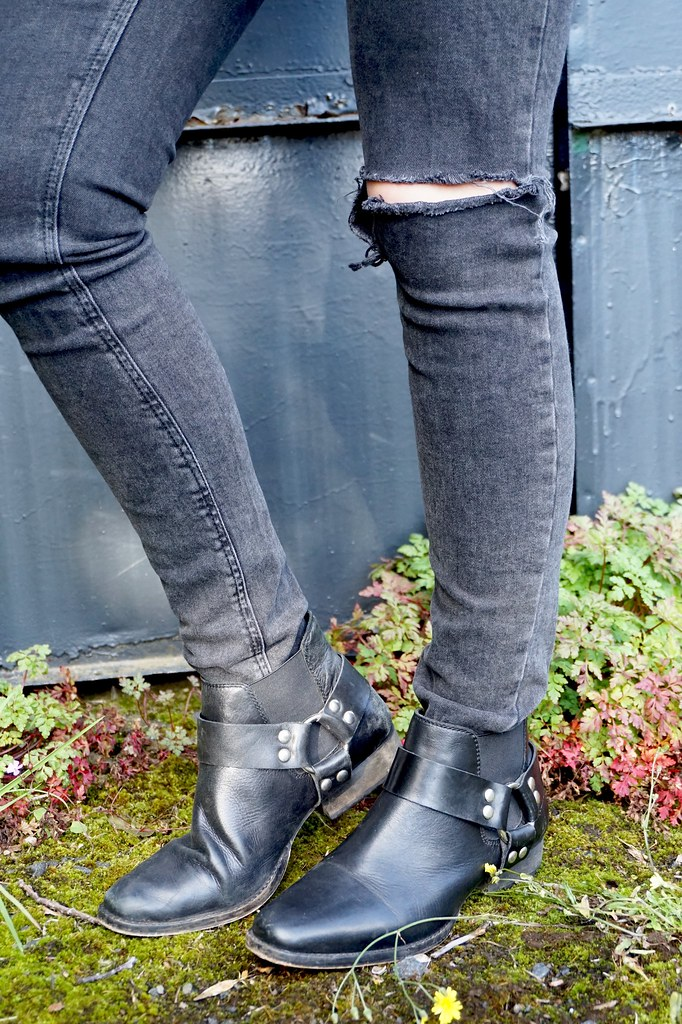 black ripped jeans, ankle boots,western boots,katelouiseblog