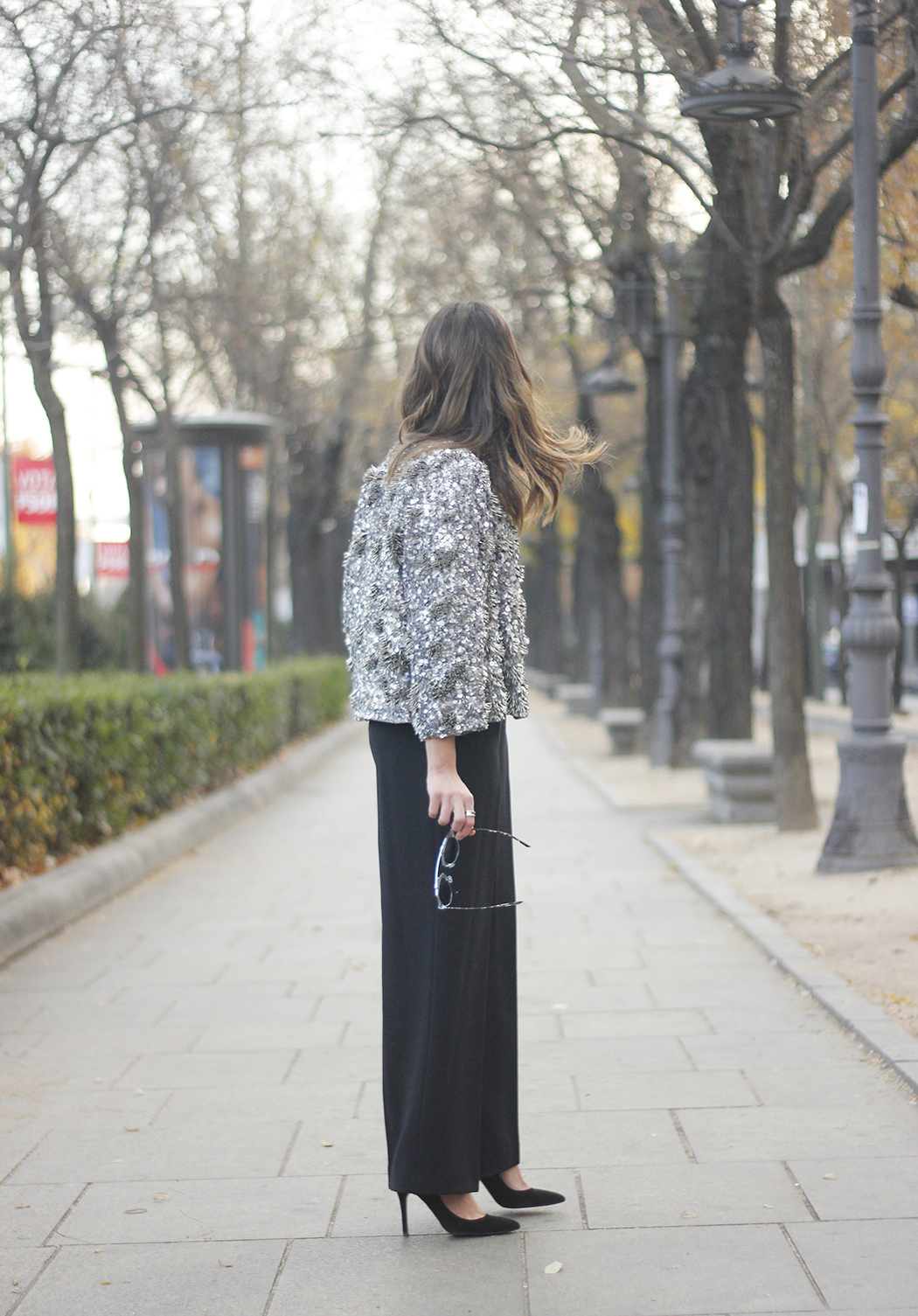sequined jacket cropped trousers winter outfit black heels accessories streetstyle10