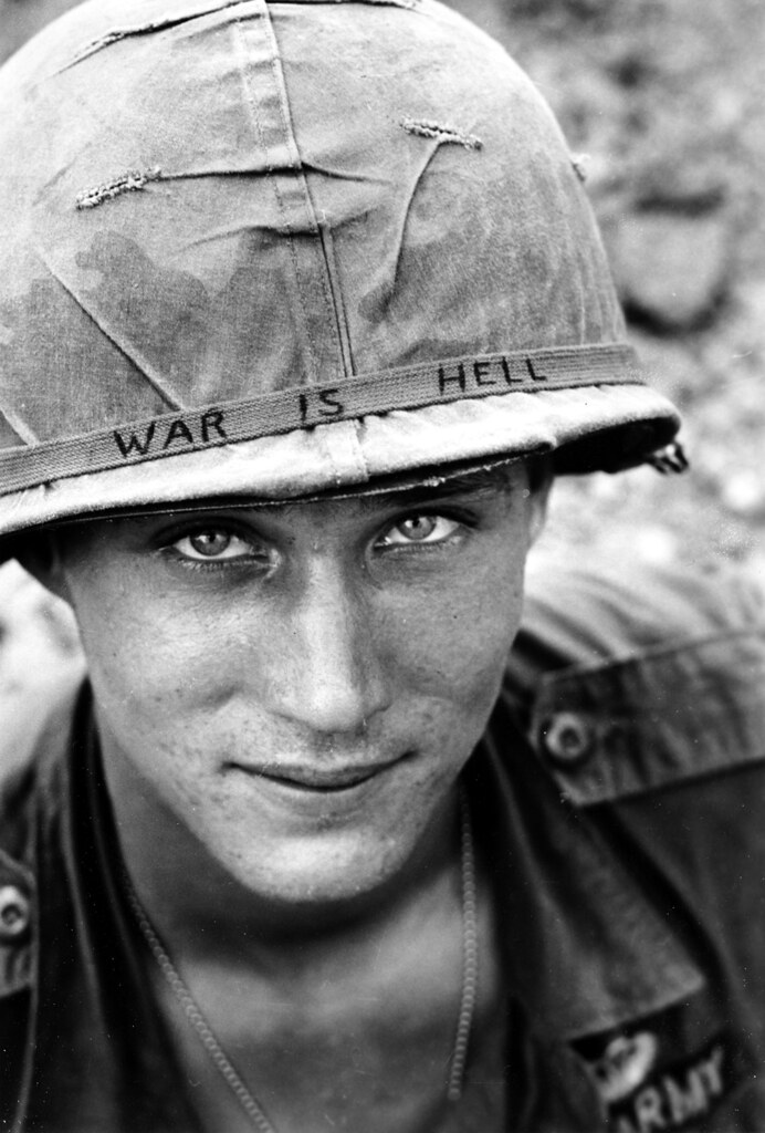1965 VIETNAM US WAR IS HELL. Horst Faas (Leica M3)
