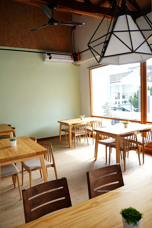 23203538893 555c9ac080 c - 【台中西區】小野食堂 - 精誠街老屋改造明亮舒適好拍空間.自家製唐揚炸雞定食和牛肉咖哩不錯.P+HOUSE對面