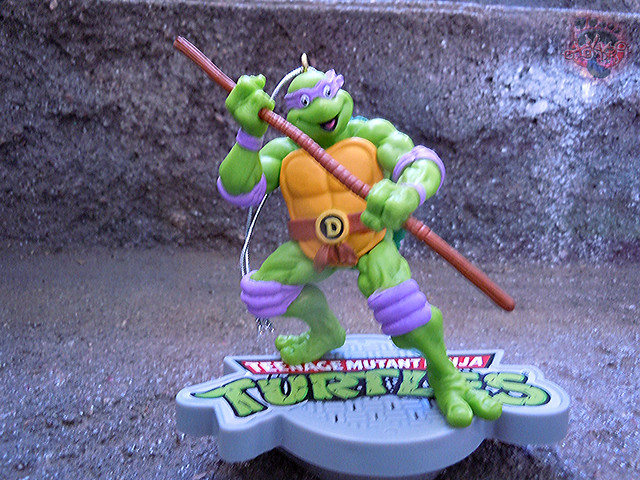 "AMERICAN GREETINGS, Heirloom Ornament Collection :: TEENAGE MUTANT NINJA TURTLES - ""DONATELLO"" MUSICAL Ornament iv (( 2015 ))"