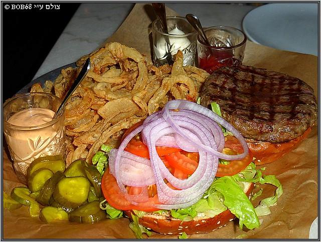 המבורגר ניו יורקי ב- אחד העם אחד