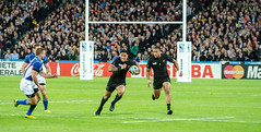 kick(0.0), tackle(0.0), football(0.0), football player(1.0), ball(1.0), sport venue(1.0), sports(1.0), rugby union(1.0), player(1.0), rugby sevens(1.0), goal(1.0), stadium(1.0),