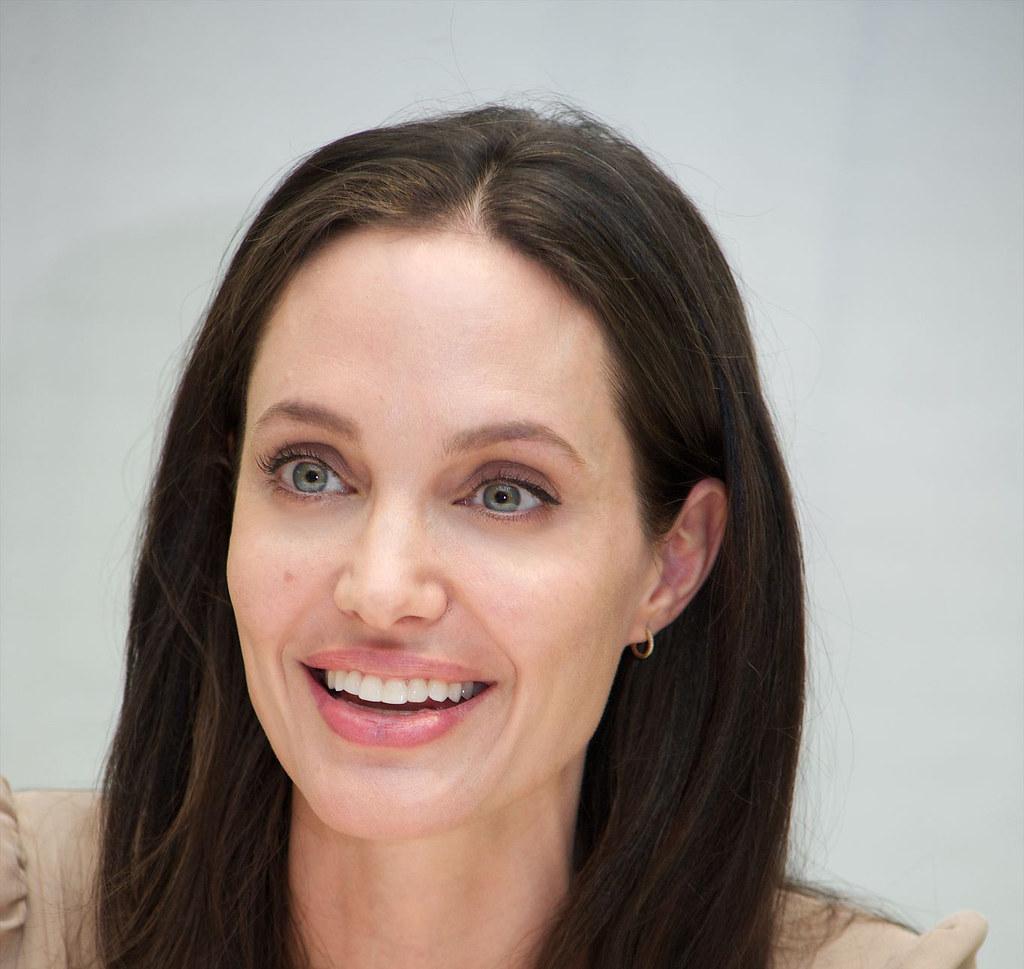 Анджелина Джоли — Пресс-конференция «Лазурный берег» 2015 – 15