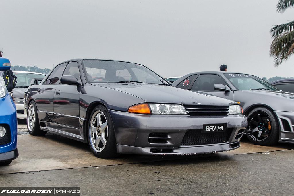 Nissan Skyline GT-R Sedan (R32)