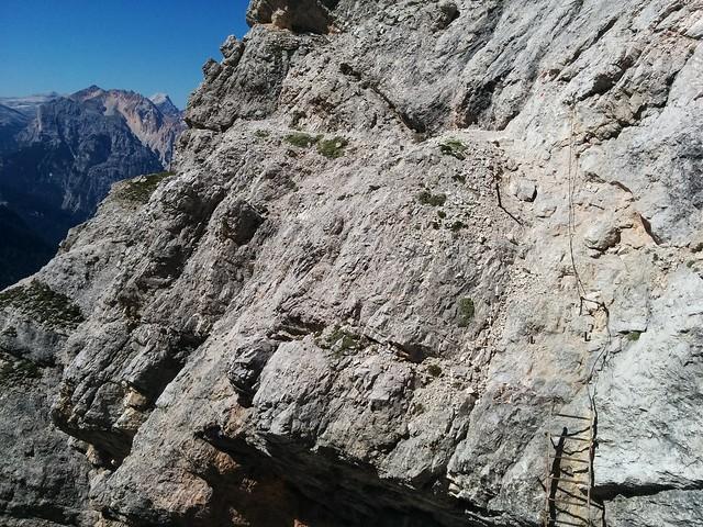 Eisenleiter und Drahtseil-gesicherte Passage