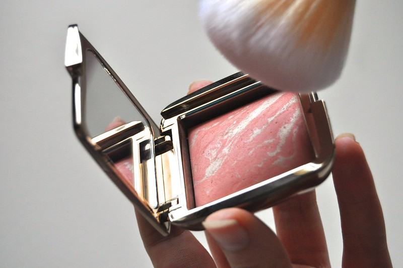 Hourglass Ambient Lighting Blusher