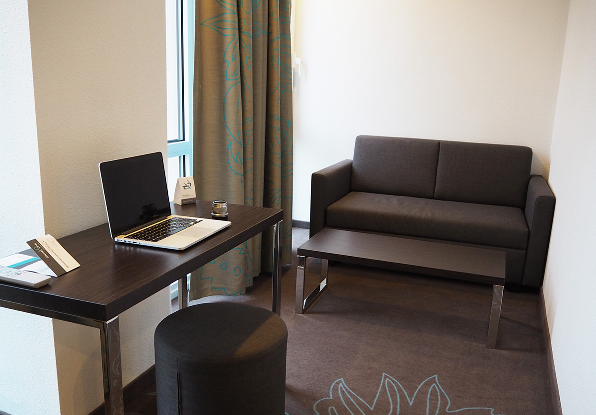 living-area-desk-motel-one-manchester