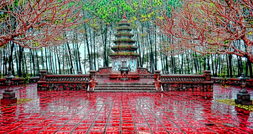 holidays hue mangojouneys pavingstones rain red topazlabs vietnam
