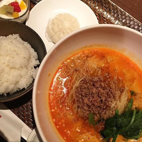 今日のお昼はお客様と担々麺ランチ。ゴマが強い!!天一みたいな濃度!! #lunch #ramen