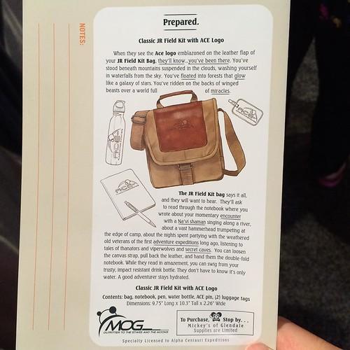 パーク&リゾートのブースでディズニー・アニマルキングダムにできる、アバターエリアのパビリオンを通ってからMickey's of Glendaleでこの紙を見せると、ACE(アバターエリアの観光会社という設定)のバッグが買える。限定数。