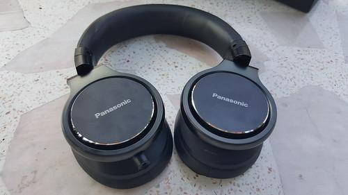 ดีไซน์หูฟัง Panasonic RP-HD10E-K ตัวหูฟังเป็นอลูมิเนียม
