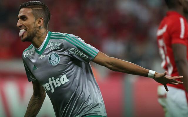 Rafael Marques vibra por assinar novo contrato com o Palmeiras e espera ficar ainda mais tempo