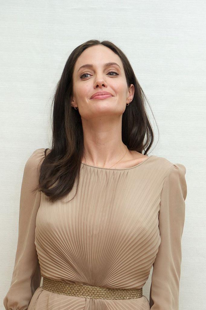Анджелина Джоли — Пресс-конференция «Лазурный берег» 2015 – 4