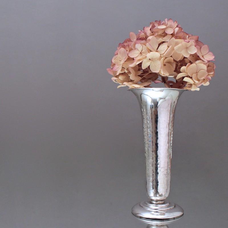 art d co vase aus silber martelliert hammerschlag. Black Bedroom Furniture Sets. Home Design Ideas