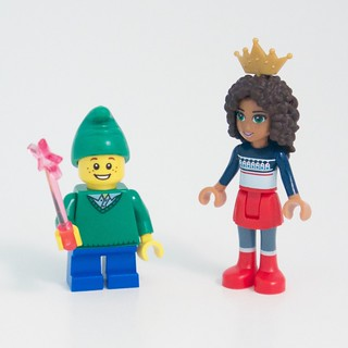 LEGO Friends Advent 2015 Day 11: Trying On