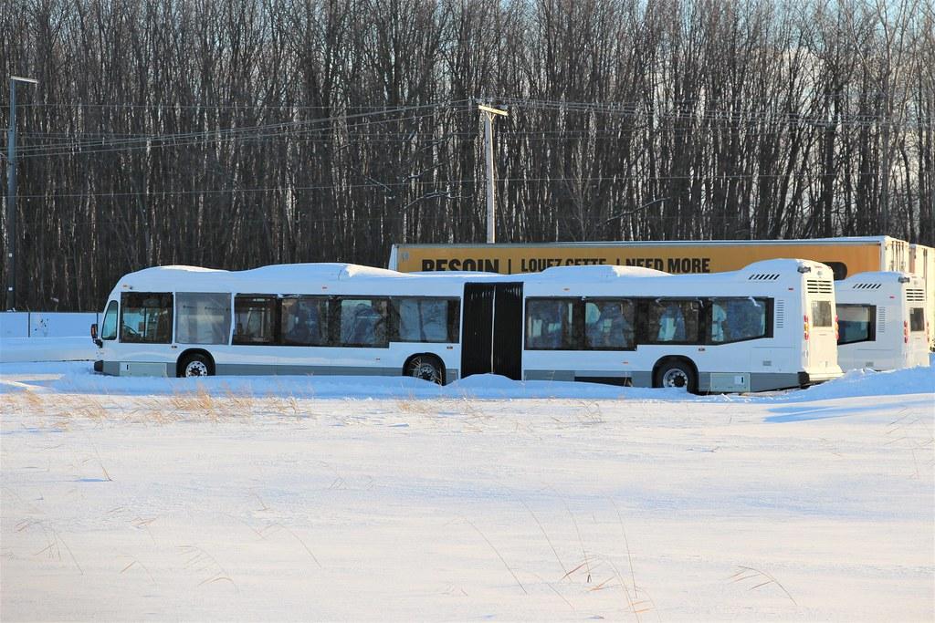 Viva Nova Bus LFS Artic 1774