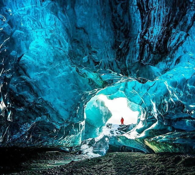 Cave exploring in Jökulsarlón | Captured by Chris Burkard https://t.co/zfpxo9a1yj #istanbul #food #lezzet #mutfak #nefis #kebap #Tarif #ye…