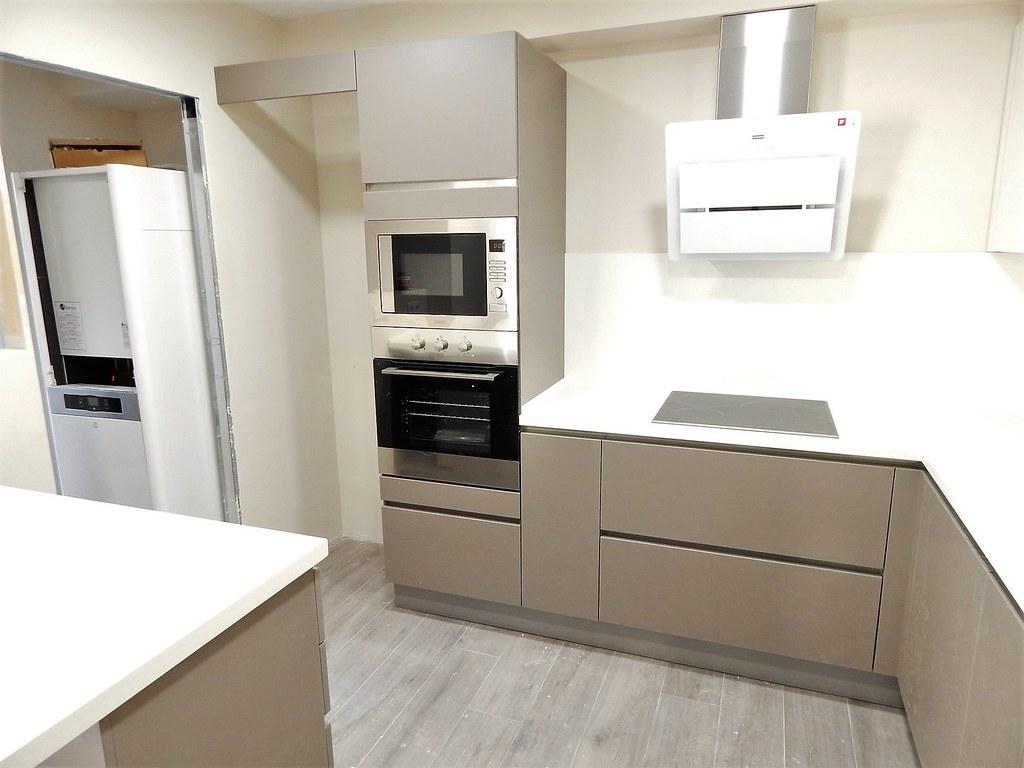 Muebles de cocina modelo laser for Color gris perla
