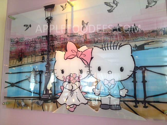 hello-kitty-cafe-decor-3
